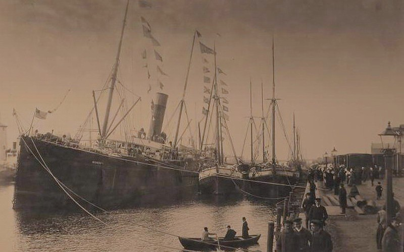 """""""Миссури"""" в порту Либавы перед выгрузкой. 22 марта 1892 г."""