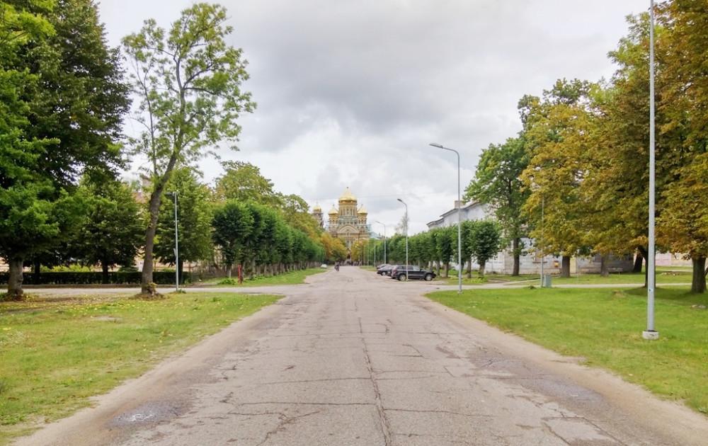 Фото 2017 года. Петровский парк слева