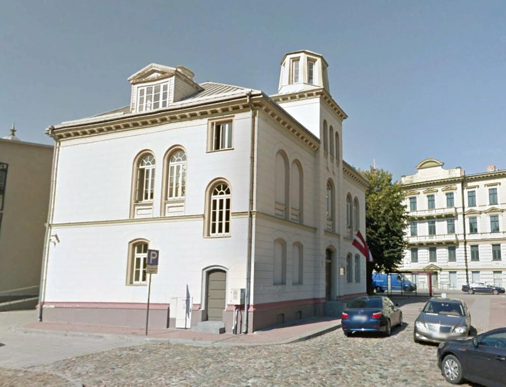 Здание на Курмаяс/Кургаузском проспекте, в котором до Первой мировой войны располагалось Либавское мореходное училище. Фото 2012 г.