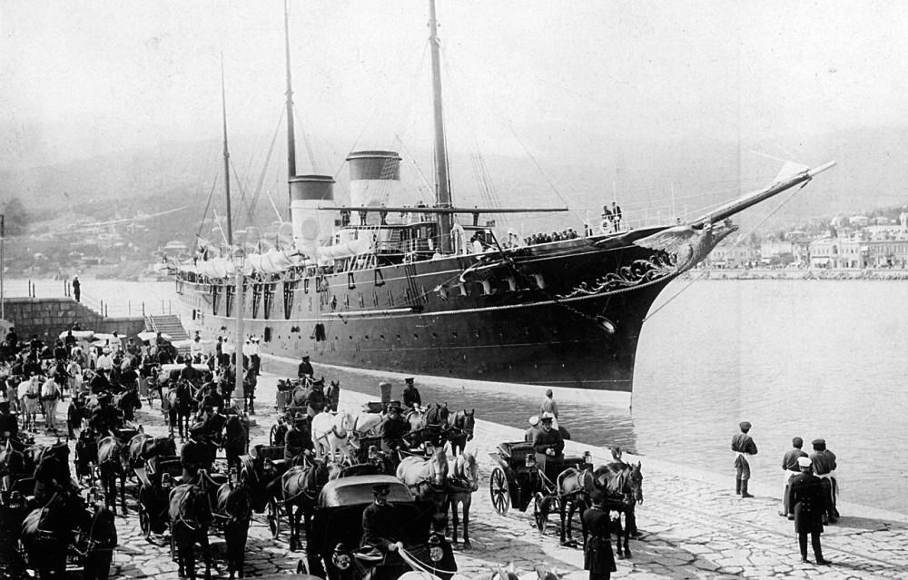 """Императорская яхта """"Штандарт"""" в Ялте. 1898 год."""