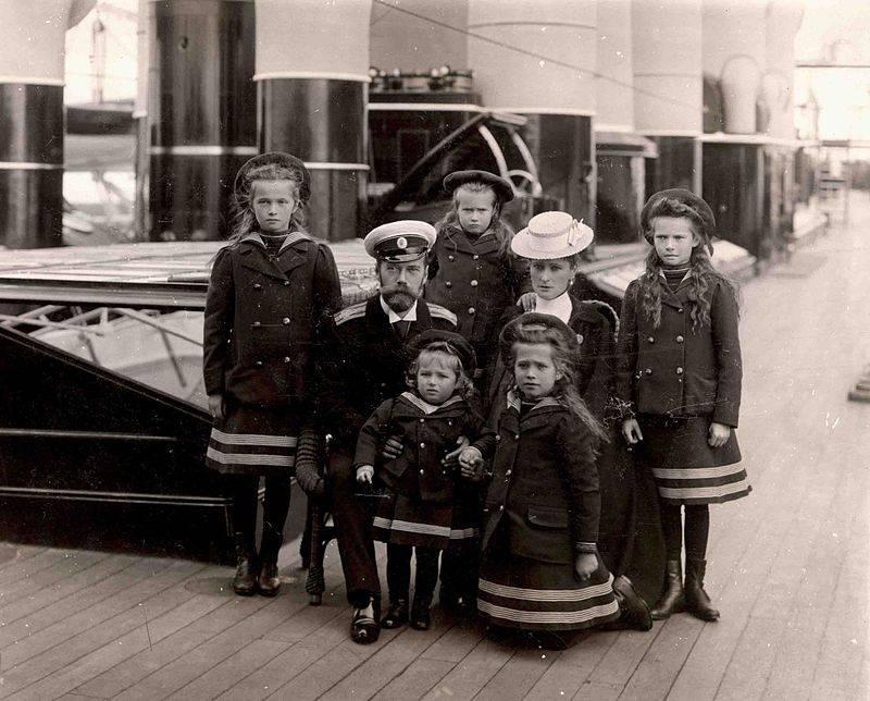 """Царская семья на палубе Каюта императорской яхты """"Штандарт"""". 1907 год"""