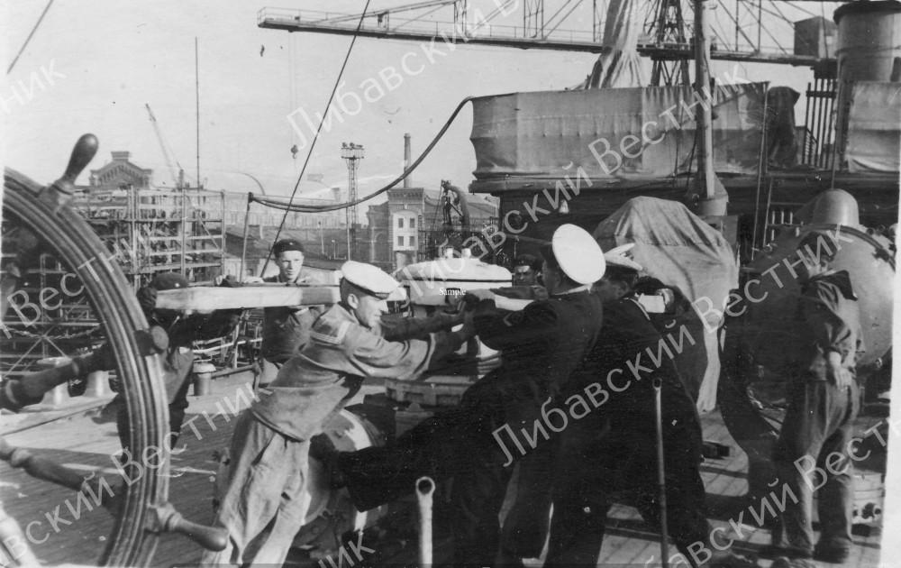 """""""Полярная звезда"""" в доке судоремонтного завода Тосмаре. Лиепая, 1954 год"""