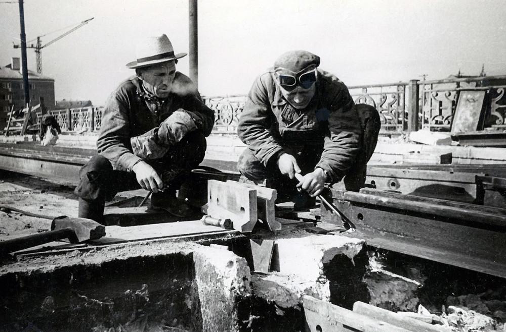 Строительство нового трамвайного моста. 1959 год