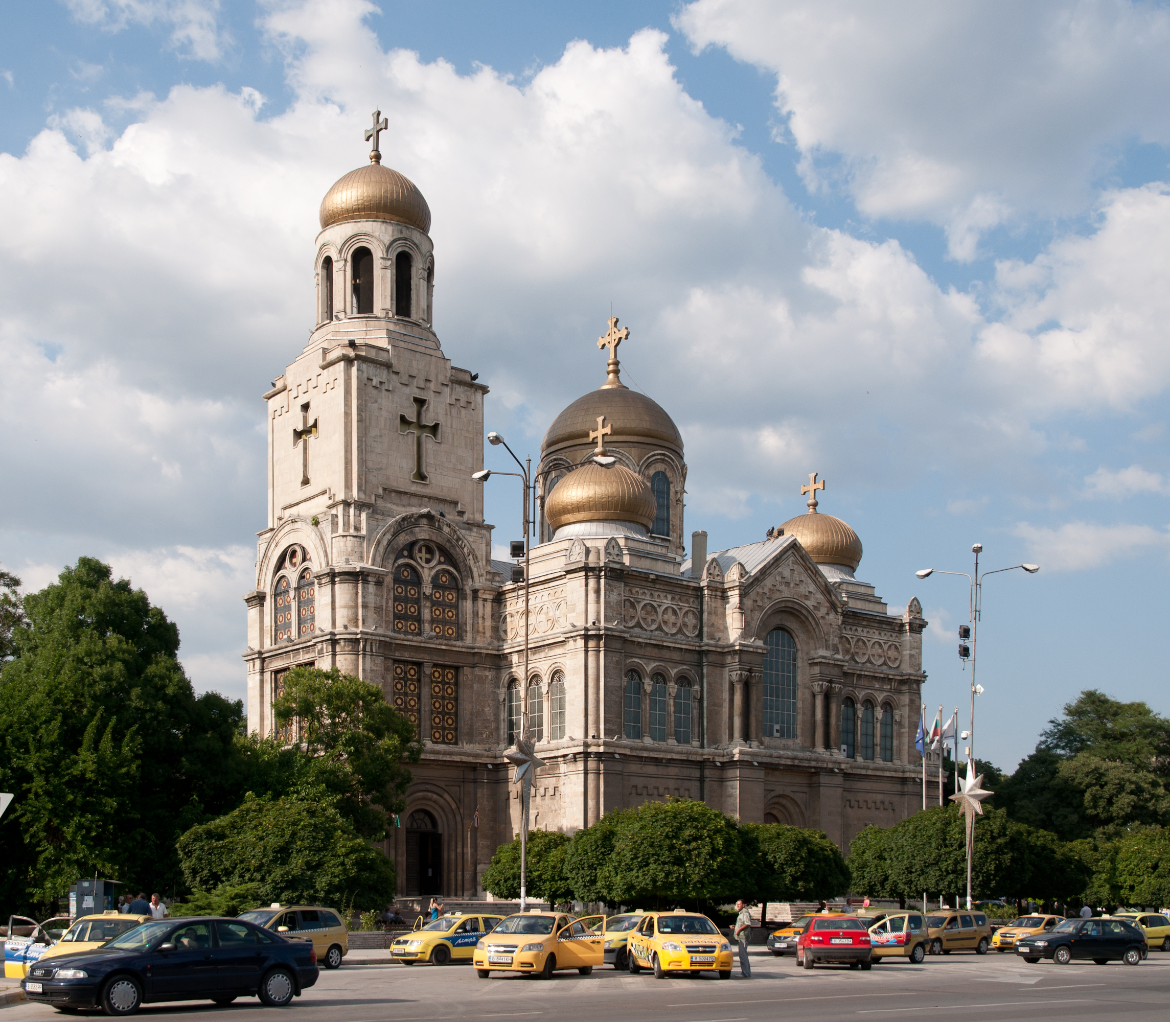 Varna_Cathedral_-_2