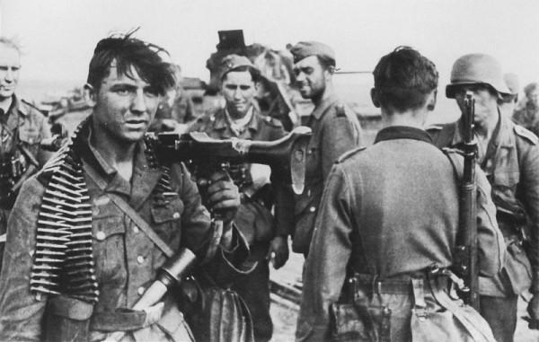 Панцергренадеры 16-й танковой дивизии вермахта, вышедшие к берегу Волги