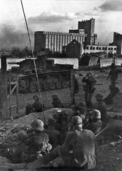 Немцы в Сталинграде в районе хлебозавода сентябрь 1942