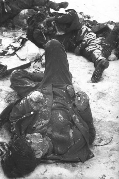 Убитые немецкие солдаты в районе Сталинграда