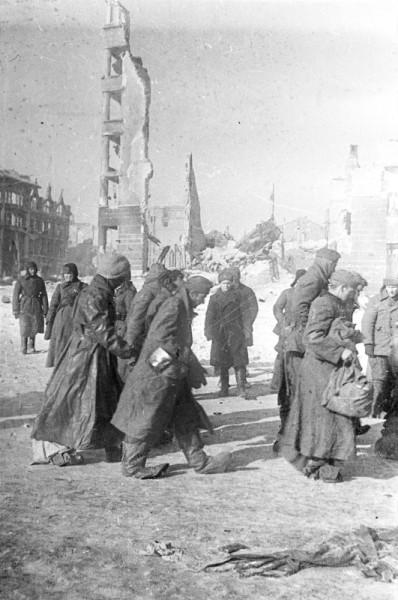 Пленные немцы на улице Сталинграда