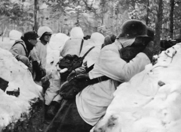 Финские солдаты в окопах под Суомуссалми во время Зимней войны