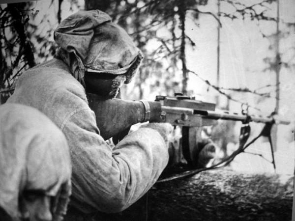 Финский солдат с пулеметом Лахти-Салоранта М-26