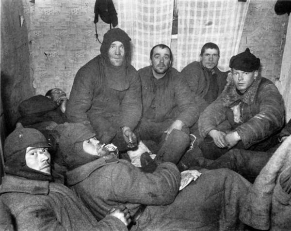 Группа пленных красноармейцев 44-й стрелковой дивизии