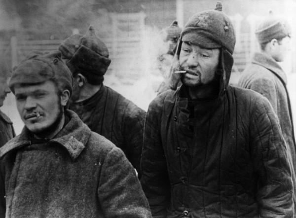 Пленные красноармейцы в финском лагере