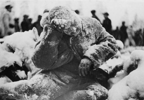 Замерзший красноармеец 44-й стрелковой дивизии