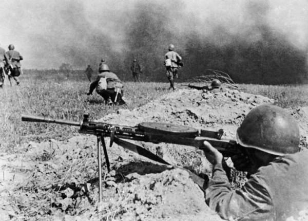 Пехота поднимается в атаку октябрь 1941