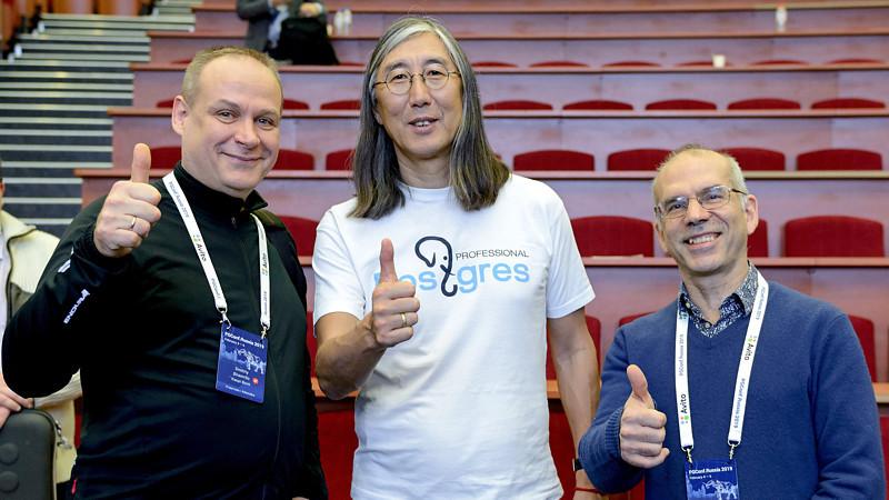 На фото: генеральный директор Postgres Professional Олег Бартунов (в центре)