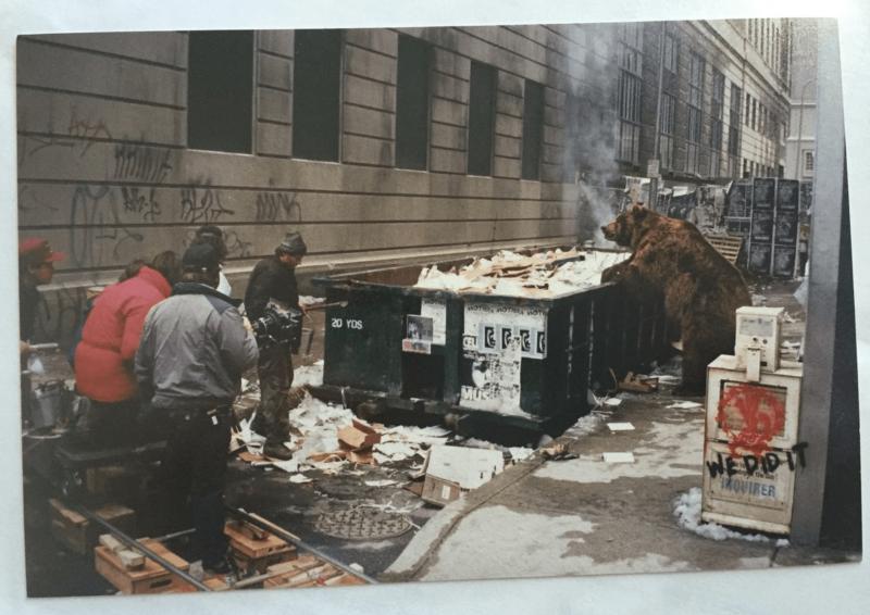 Съёмки сцены с медведем в даунтауне Филадельфии. Из личного архива Анны М. Элиас