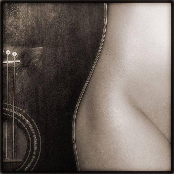 Изгиб гитары с жопой ...