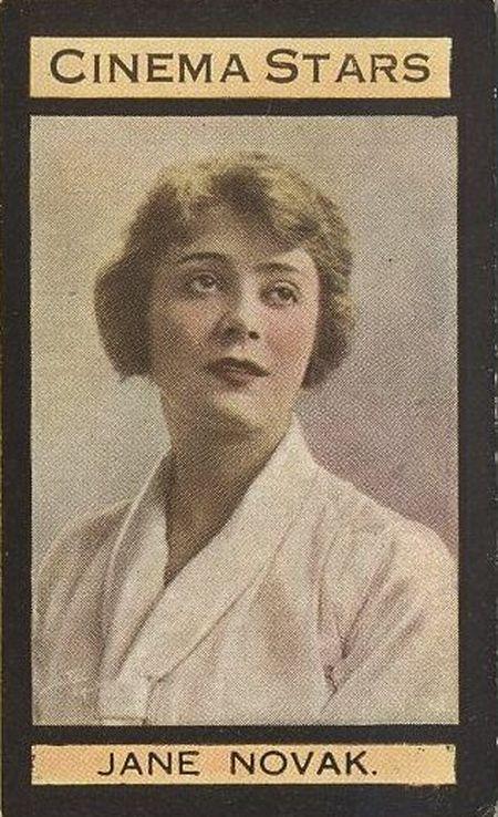 Джейн Новак – сестра Евы Новак, племянница Энн Шефер