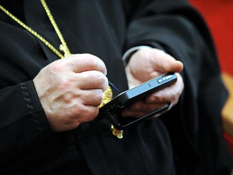 РПЦ одобрила православный мобильный тариф с СМС-цитатами от Патриарха