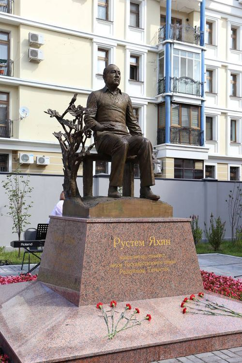 Памятник Рустему Яхину