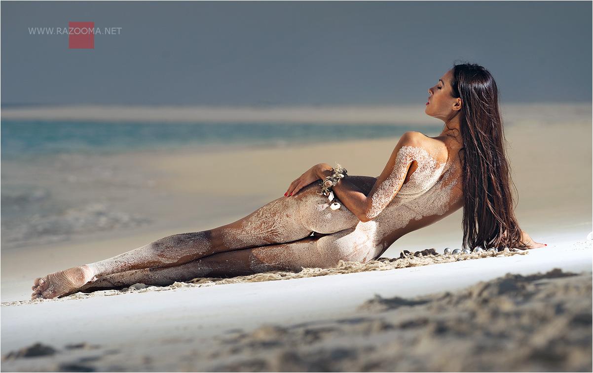 било очень эротическое профессиональное фото на пляже половой контакт может