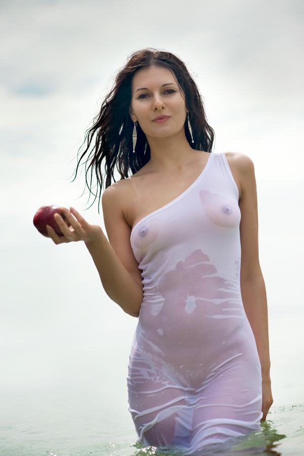Голые девушки в о голые девушки в обтягивающей американской майке