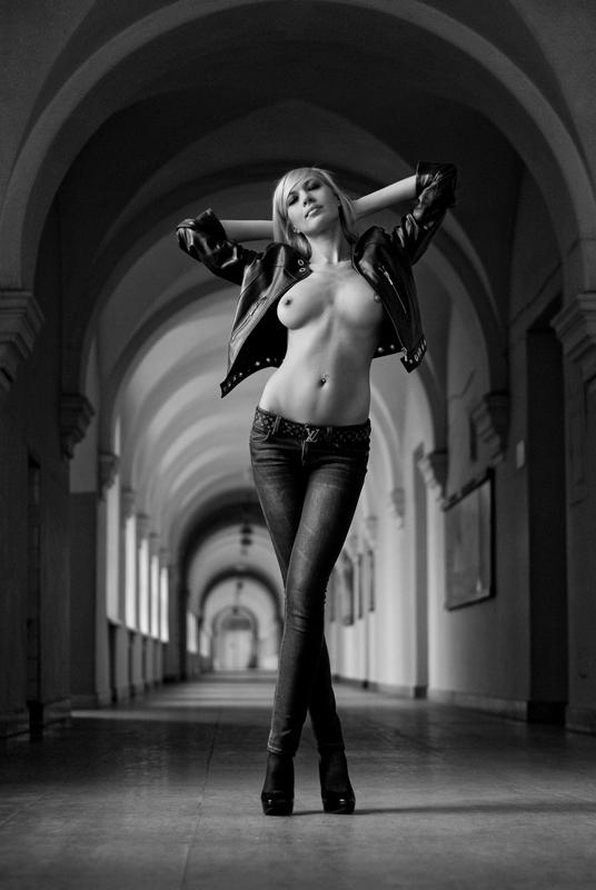 fotografii-devushek-s-legkoy-erotikoy-v-odezhde-filmi-lesbiyanki-laski