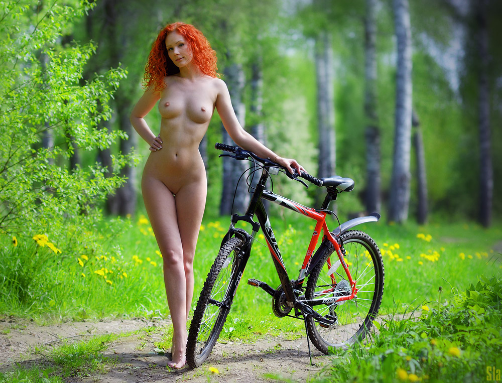 cycling-nude-girl
