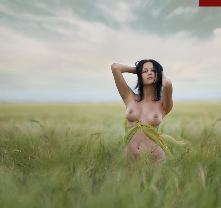 интересующий массаж эротика фото девушка в полоборота чтоб привлечь внимание