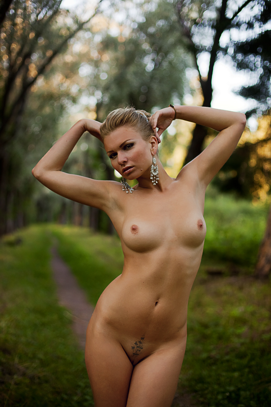 для наглые голые бабы ебал тебя лесу