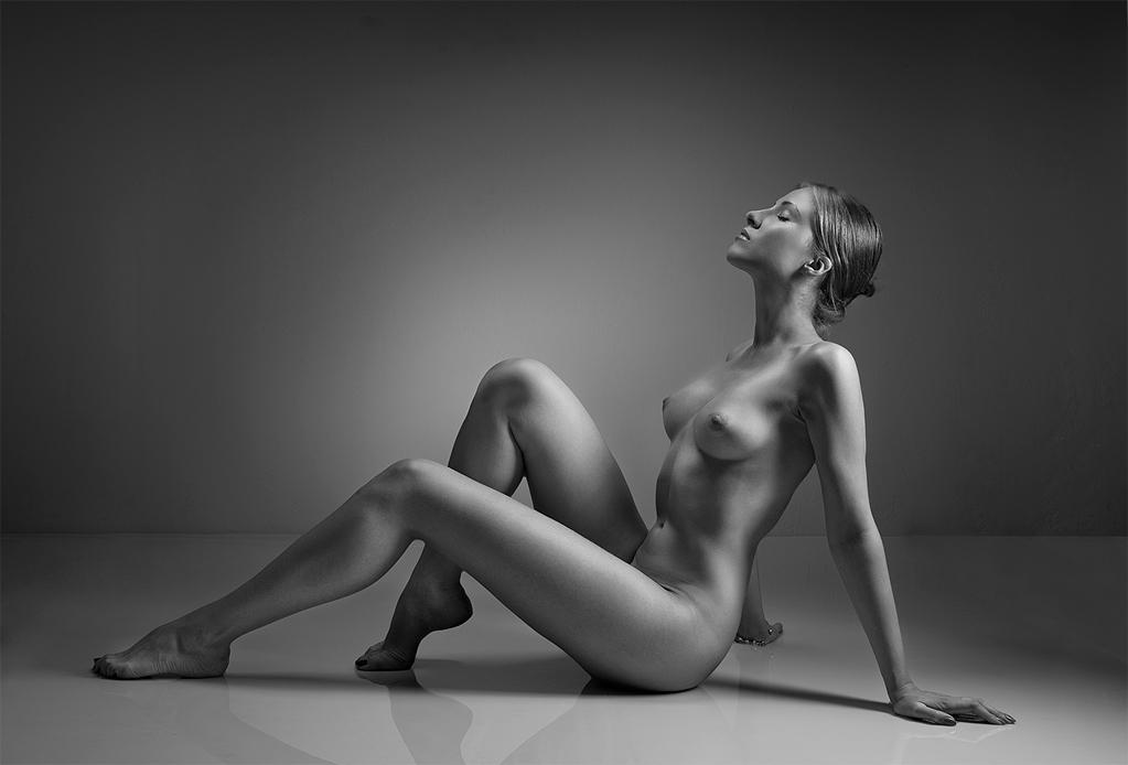 fotografii-intim-galerei-studentki-zarabativayut-na-zhizn-pastelnim-putem-seks-foto-ebli