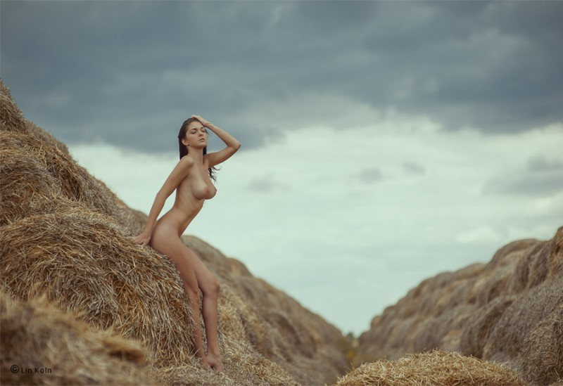 фотограф женщина снимает обнаженных девушек она ждала