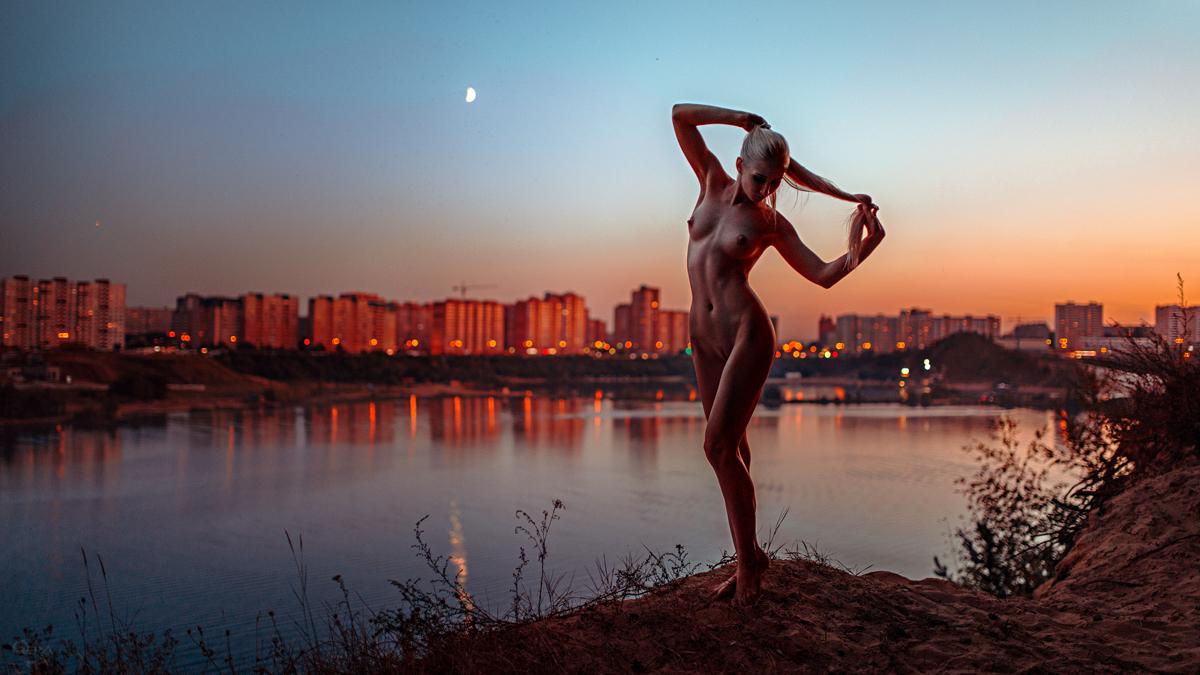 Обнаженные В Городе Фото