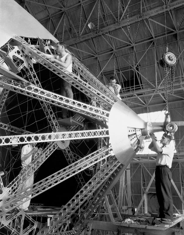 Строительство дирижабля. 1930 год