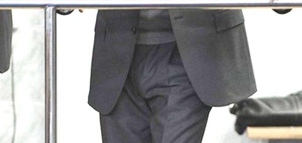 фото стоячий член у парней в штанах