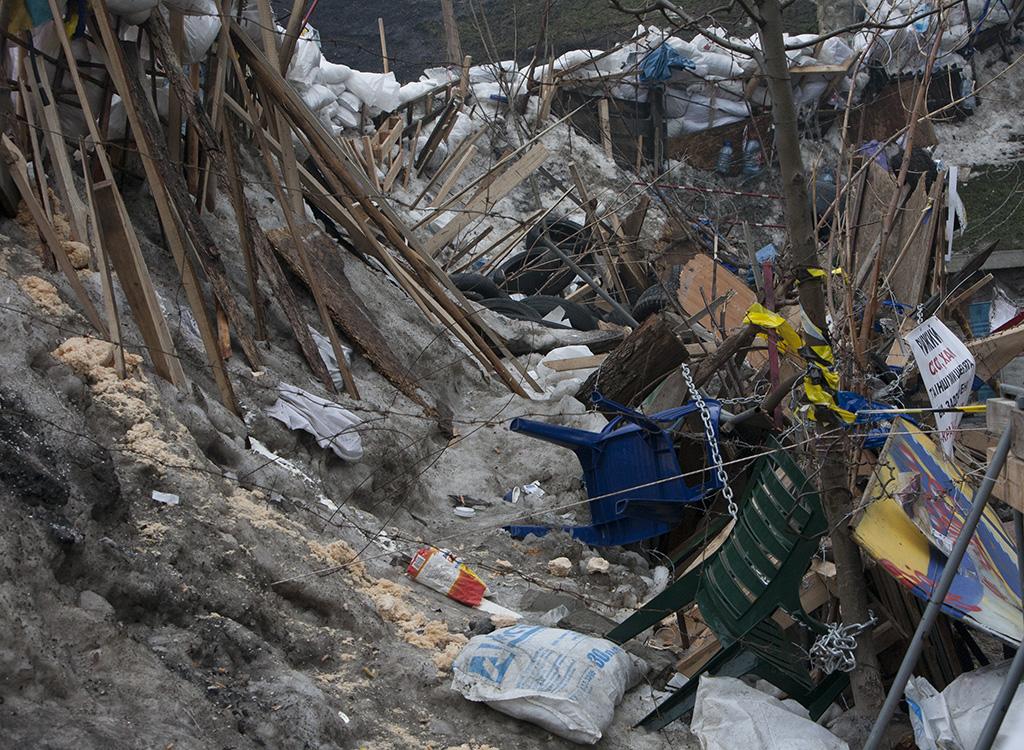 Евромайдан грозит свезти мусор домой к руководству МВД: оппозиция требует убрать милицейские баррикады с центра Киева - Цензор.НЕТ 9642