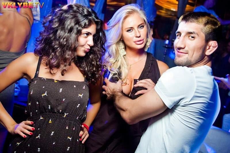 Мирзаев с блондинкой