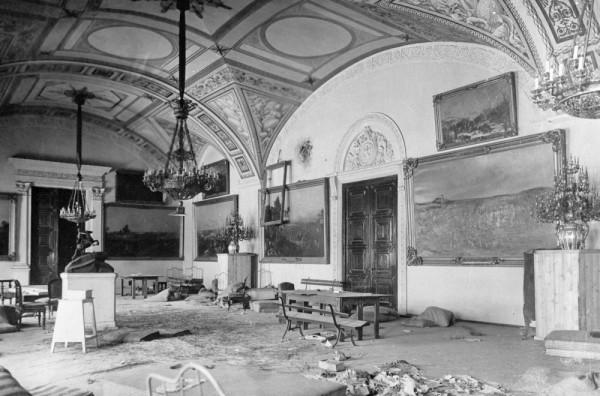 Разгром винных подвалов Зимнего дворца