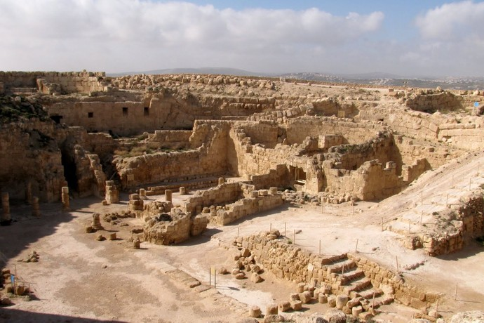 the ancient city of jericho Jericho - who inhabited this ancient city jericho also claims the record for the lowest city in the world at over 800 feet (250 meters) below sea level the name of the city is probably derived from an early semitic word yareah for moon, because the city was a center for the worship of moon gods.