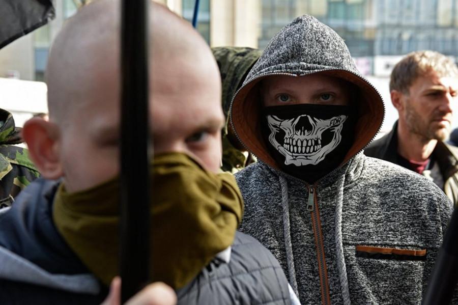 """Украинские националисты заподозрили Порошенко в причастности к смерти """"Небесной Сотни""""."""
