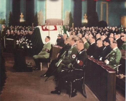 Гитлер на похоронах Пилсудского