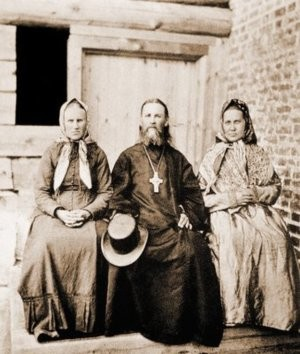 Прав. Иоанн Кронштадтский с сестрами Анной и Дарьей. Фотография. 1900 г. (РГБ)