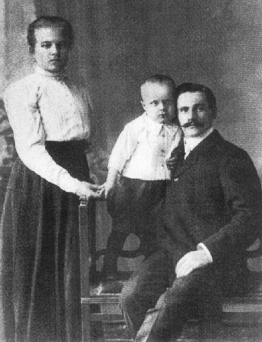 Спиридон Путин с женой и старшим сыном