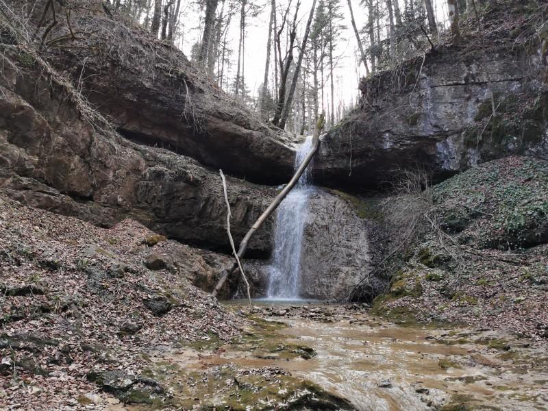 В завершение мы посмотрели тот водопад, к которому, собственно, и шли, с которого начинался наш рассказ
