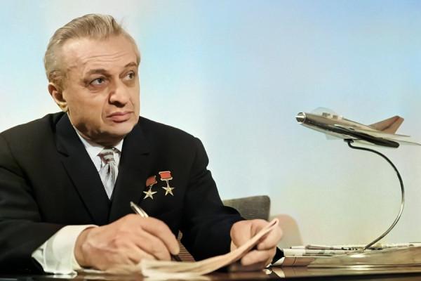 Образцовый создатель боевых самолетов