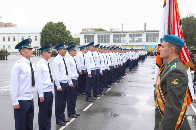 f7c5ed61cfbb Так, после окончания военных ВУЗов в соединения и воинские части ВДВ будут  направлены свыше 320 молодых офицеров. Почти половину из них - более 140  чел., ...