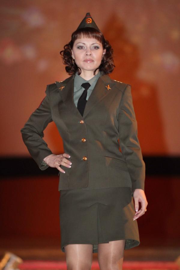 foto-zhenshin-v-voennoy-forme