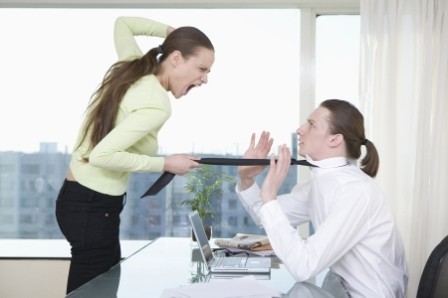 Женщина создаёт трудности