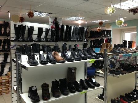 В магазинах обувь хорошая