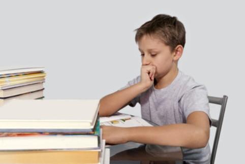 Ребёнок делает уроки